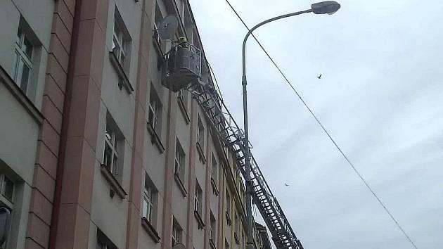 Požár v ulici Jana Želivského.