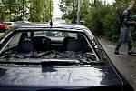 Auto poničené padajícími kroupami v noci na 16. srpna na pražském Jižním Městě.