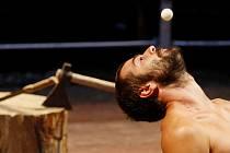 Generální zkouška francouzského souboru Cirque Galapiat probíhala 17. sprna před zahájením festivalu cirkusu Letní Letná.