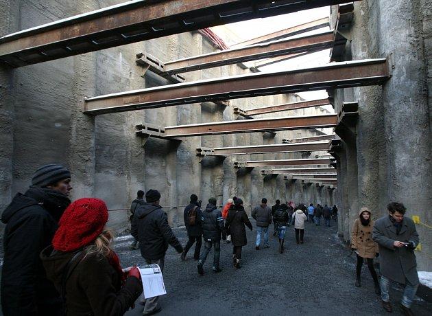 Návštěvníci prošli tříkilometrovým staveništěm.