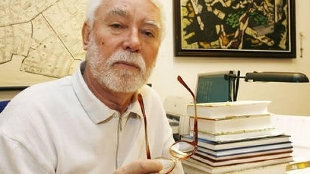 Archivář a kronikář Prahy 1 Antonín Ederer je autorem a spoluautorem třinácti historických knih.