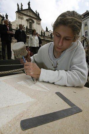 Ukázka označování kamenů kamenickými značkami.