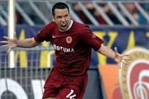 UŽ JE TAM! Pavel Horváth se v derby tak dlouho zastřeloval z dálky,až se mu podařilo skórovat ze dvou metrů...