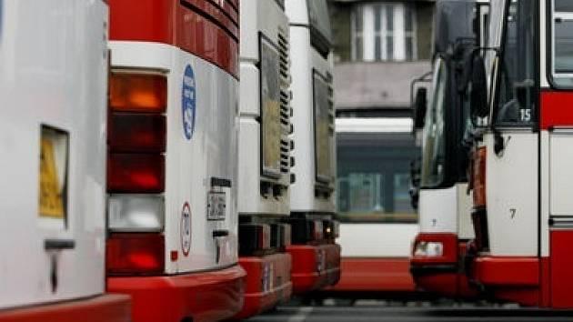 BĚH NA DELŠÍ TRAŤ. Klíčovou roli v úspěšnosti budoucích metrobusů bude hrát přednost před auty.