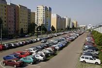 Sídliště Černý Most. Místo častých krádeží a vykrádání aut. Neliší se však v tomto ohledu od jiných pražských sídlišť.