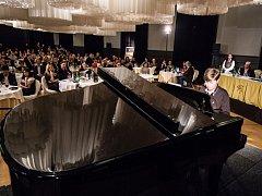 Sál Opera hotelu Boscolo Prague, kde se soutěž Pianista roku koná.