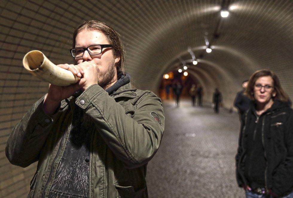 Žižkovská noc 2019, den druhý. Žižkovský tunel a Soundscape Interventions - Tunel, performance.