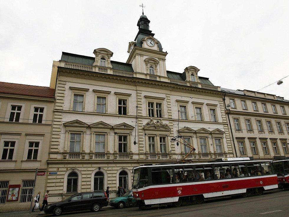 Budova Městského úřadu Prahy 5 ve Štefánikově ulici na Smíchově.