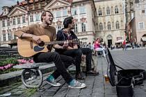 Pouliční umělci v Praze. Ilustrační foto.