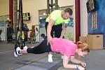 Redaktorka Deníku Pavla Janoušková cvičila pod dohledem Lukáše Kverky, manažera fitness centra v Aquapalace Praha v Čestlicích.