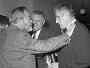 Jan Werich (vlevo) a režisér Evald Schorm (vpravo)