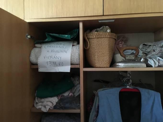 Foglar si ponechal skříň s oblečením své maminky