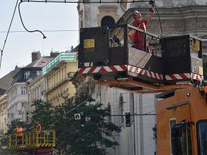 Stržená tramvajová trolej v Praze