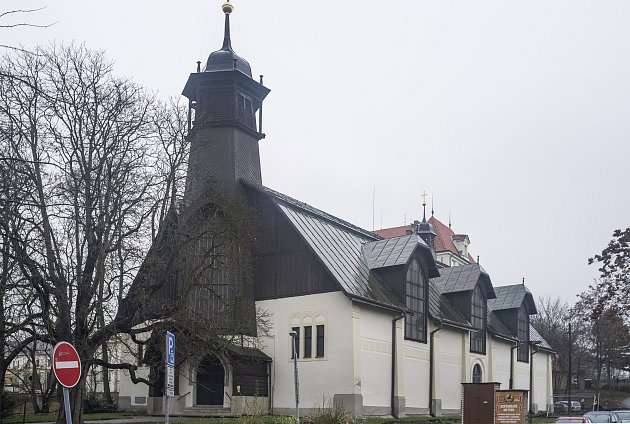 Dřevěný secesní kostelík vLibni od architekta Emila Králíčka, 30.11.2017