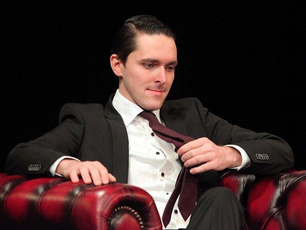Pokračuje vrodinné tradici. Karel Heřmánek mladší hraje ve stejném divadle jako jeho otec.