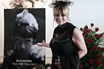 Poslední rozloučení s výtvarníkem, králem českého komiksu Kájou Saudkem v Tančícím domě v Praze. Na snímku manželka Johana Saudková.