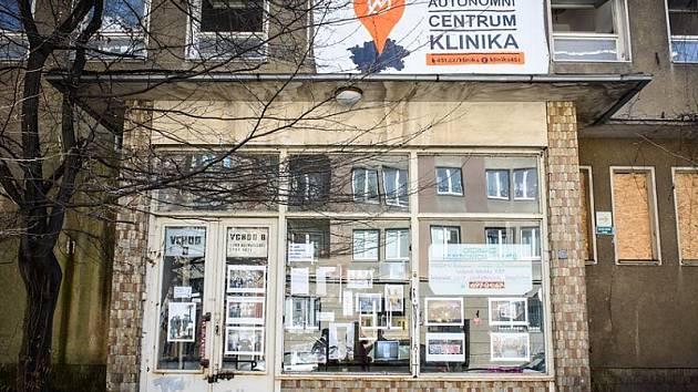 Autonomní sociální centrum Klinika na Žižkově v Praze.