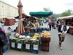 Farmářské tržiště na Kubáni bylo před lety chloubou celé Prahy. Teď se snaží znovu přilákat aspoň místní, kteří si ho opět chválí, ale jeho změnám před lety nerozumí.