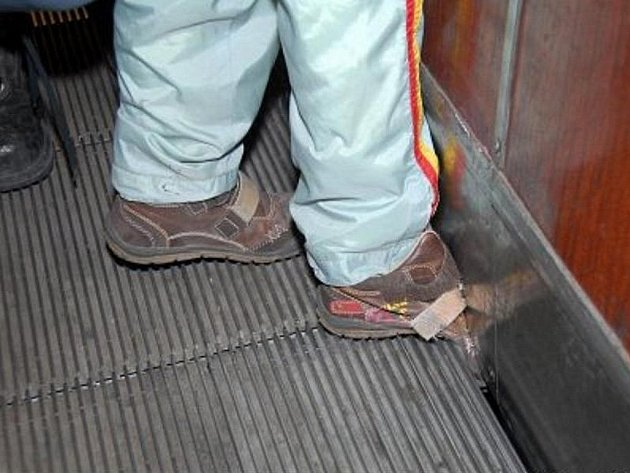 Eskalátory někdy způsobí hodně bolesti. Ilustrační foto.