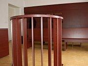 Obžalovaný Jiří Diviš hovoří s novináři při příchodu k trestnímu soudu ve švýcarském městě Bellinzona.