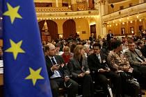 Pražský studentský summit byl zahájen 6. března pod záštitou ministra zahraničí Karla Schwarzenberga v pražském Obecním domě.