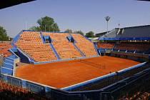 KTERÁ NAKONEC PŘIJEDE? Po deseti letech by měla štvanická antuka hostit tenistku ze světové desítky.