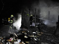Požár chaty v Uhříněvsi.