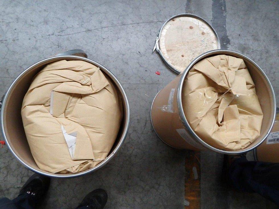 Celníci zabavili chemikálie určené k výrobě drog.