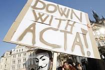 Lidé protestovali 11. února v centru Prahy proti smlouvě ACTA.