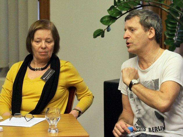 Sytě žlutý čtvrtek s Davidem Prachařem v Městské knihovně.