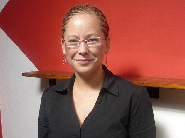 V kanceláři i na jevišti. Hana Mathauserová vede Divadlo D21 z ředitelské židle, zároveň je i členkou hereckého souboru