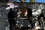 Lennonova zeď je znovu otevřená, zdobí ji svoboda i nový portrét Johna Lennona.
