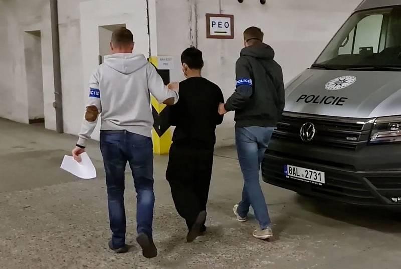 Kriminalisté dopadli muže, který zapálil byt, kde spalo pět lidí a měsíční miminko.