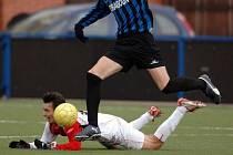 DŮLEŽITÉ JSOU DVĚ VĚCI. Jak se na umělé trávě chová míč a jaký má vliv na zdraví hráčů. Hřiště Slavoje Vyšehrad je vzorem pro celý středoevropský region./Ilustrační foto