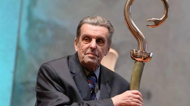Jan Sokol s cenou Nadace Dagmar a Václava Havlových Vize 97. Nadace