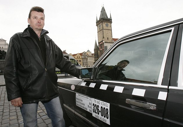 Taxikář Zdeněk Ponert nejdříve demonstroval, teď zvýšil jízdné o sto procent.