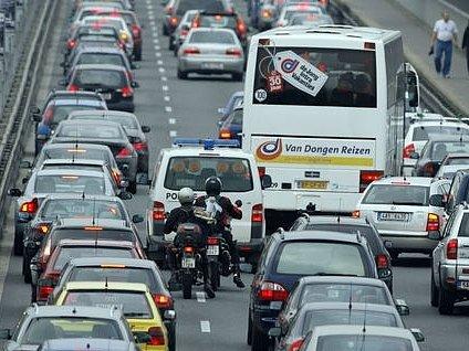 Hlavní město Praha, které silnice vlastní, zatím neví, jak má stížnosti a připravované žaloby řešit.