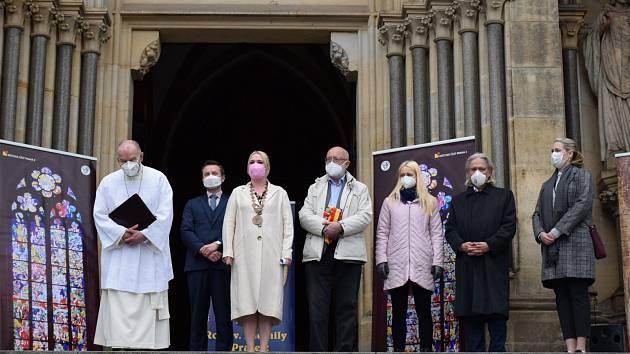 Ze slavnostního zahájení Roku sv. Ludmily v Praze 2 před chrámem sv. Ludmily na náměstí Míru.