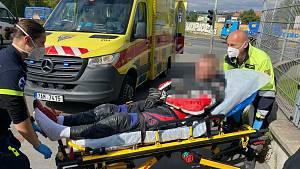 Honička jako z akčního filmu: Motorkář chtěl ujet policii, skončil v nemocnici