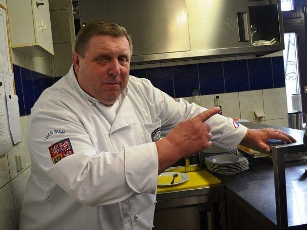 Špičkový italský kuchař Alessandro Bellingeri vařil ovíkendu hostům restaurace USapíků vKlokočné vokrese Praha-východ.