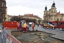 Stavba repliky mariánského sloupu - Na Staroměstském náměstí v Praze začala 17. února 2020 stavba repliky mariánského sloupu. Staveniště o rozměrech 7,5 krát 7,5 metru bylo ohrazeno a předáno stavební firmě.