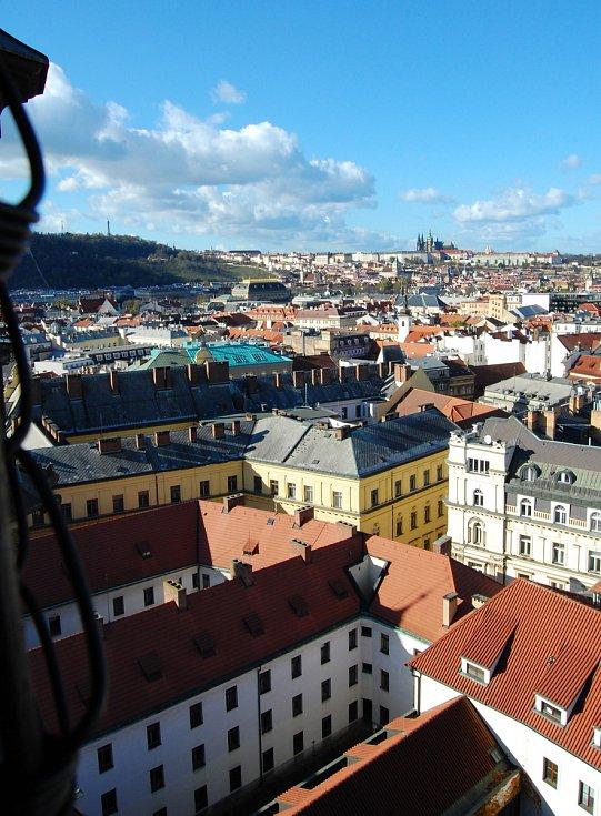 Výhled z věže Novoměstské radnice.