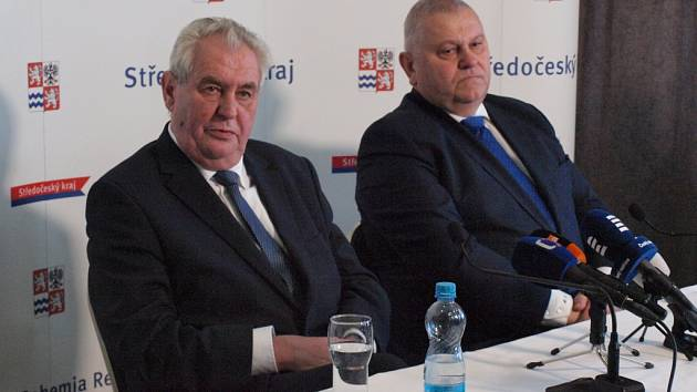 Prezident České republiky Miloš Zeman na tiskové konferenci s hejtmanem Středočeského kraje Milošem Peterou.