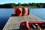 Potápěči pražských hasičů vylovili z Hostivařské přehrady utonulého muže.