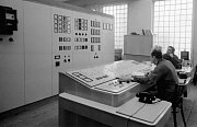 Transformační stanice. Kvůli rychle rostoucí Hostivaři a stále náročnější měcholupské plynárně byla roku 1968 dána do provozu nová transformační stanice.