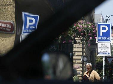 ZMĚNIT! Tak se vyjadřují někteří vrcholní politici o pražských zónách. Řešení ale nenabízejí./Ilustrační foto