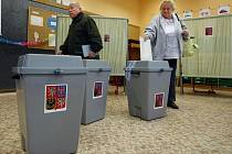 15. října odstartovaly komunální volby a 1. kolo senátních voleb. Snímek je ze Sázavské ulice na pražských Vinohradech.