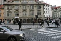 Podle památkářů by zrušení parkoviště, přepracování tramvajové zastávky a umístění repliky sochy Radeckého náměstí slušelo, proti jsou naopak legionáři.