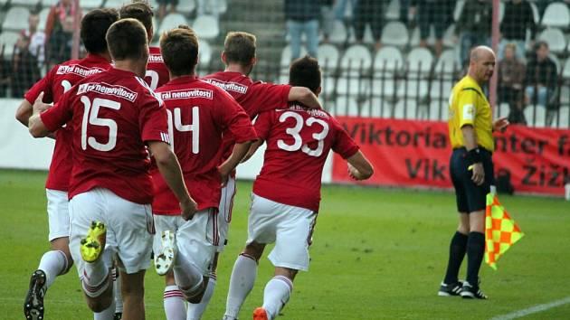 Ze zápasu 3. kola fotbalového Poháru České pošty: Viktoria Žižkov – Slavia Praha 2:1 (1:1).