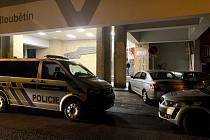 Kriminalisté pracují na objasnění násilného trestného činu, který se stal na ubytovně v pražském Hloubětíně.